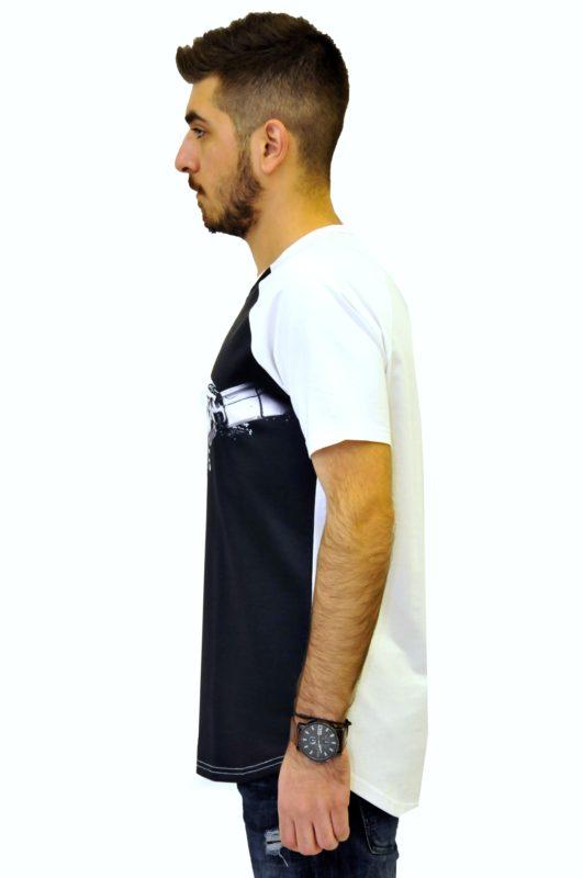 Λευκή βαμβακερή μπλούζα με μαύρη στάμπα και στρόγγυλο τελείωμα στη βάση
