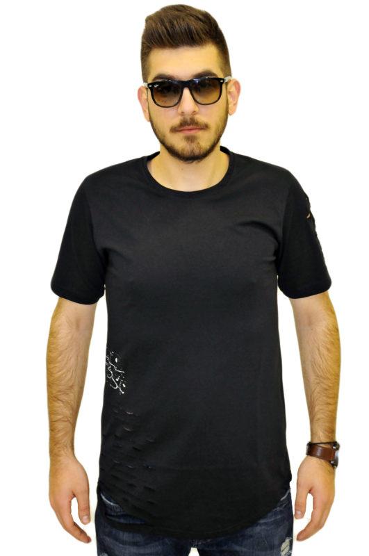 Μαύρο βαμβακερό μπλουζάκι με τρύπες στο πλάι και από πάνω στάμπα με άσπρες πιτσιλιές