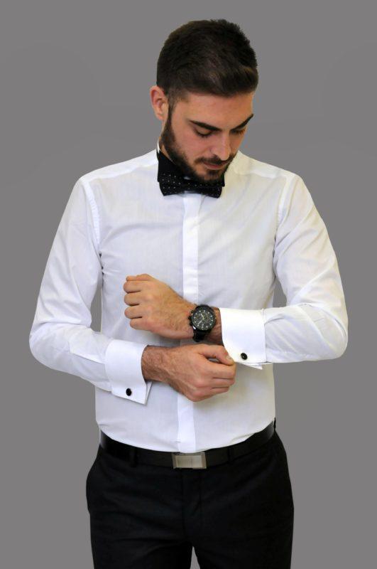 Λευκό γαμπριάτικο πουκάμισο με μαύρο σπαστό γιακά, διπλή μανσέτα και κρυφά κουμπιά