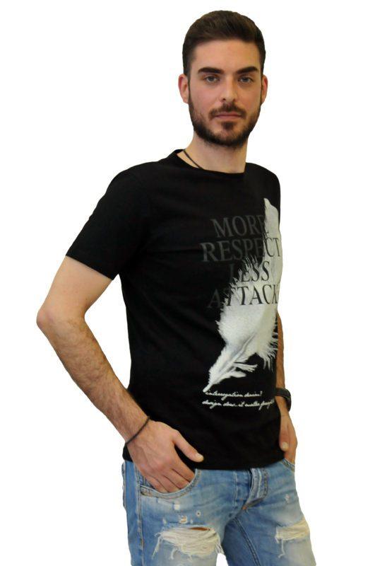 Μαύρο βαμβακερό μπλουζάκι με στάμπα τύπου λαιμόκοψη